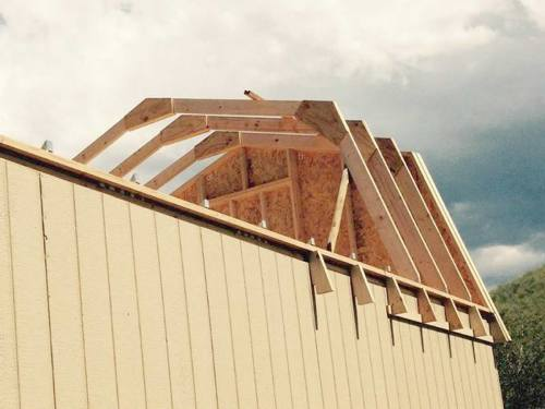The trusses for the Richmond Barn Kit are delivered pre-cut ready to assemble. The gable ends are pre-built in 4 foot sections.