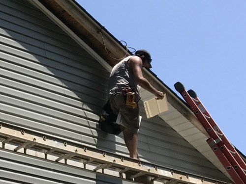 Putting up the Soffit - Installing the Vinyl Siding - Project Small House