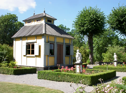 Surrounded by gardens and statuary - Inspiration: Swedish Summer House