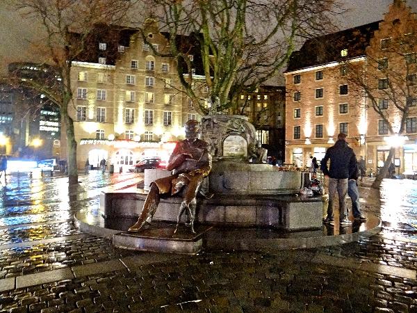 A estátua do homem e seu cachorro - Grasmarkt