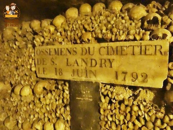 Ossos transferidos para as catacumbas poucos anos depois da Revolução Francesa