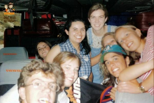 No ônibus que nos levaria a Califórnia para então voltar ao Brasil. Momentos antes da despedida dos amigos.