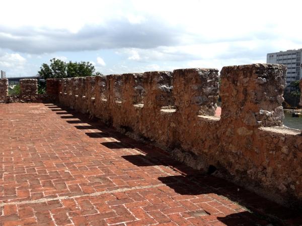 Das muralhas é possível ter uma vista do rio Ozama