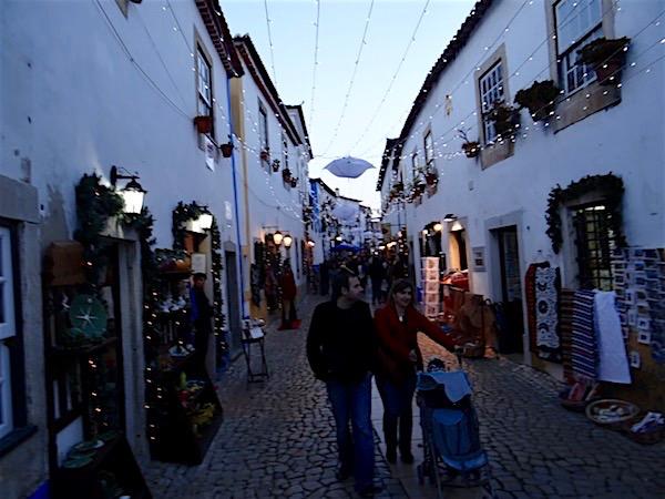 Centro de Óbidos com suas lindas lojinhas!