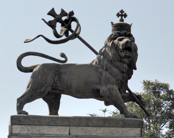 Uma das estátuas do famoso Leão de Judah!