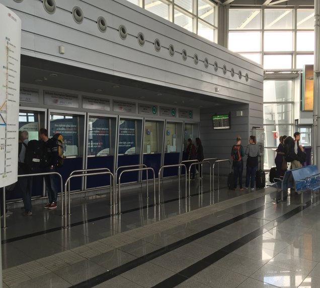 Guichê de metrô no aeroporto de Atenas