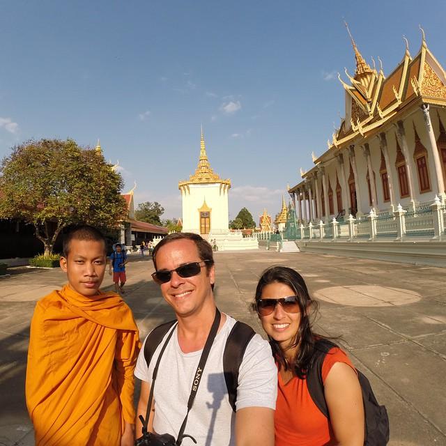 Com um monge no Palácio Real de Phnom Penh