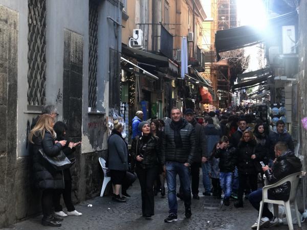 Multidão em Nápoles