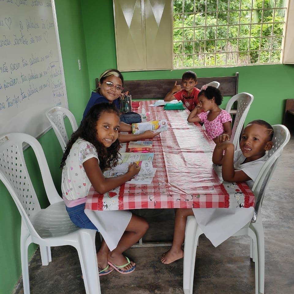 O Projeto Campos Brancos tem Jesus como principal ponto do ensino diário nas suas creches / escola Peniel.