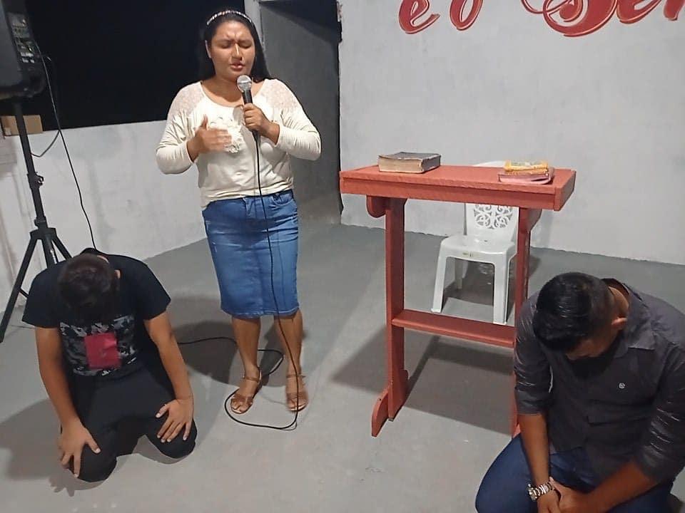 Pra glória de Deus, esses dois jovens aceitaram a Jesus na comunidade de Beira - Mar - Pará.