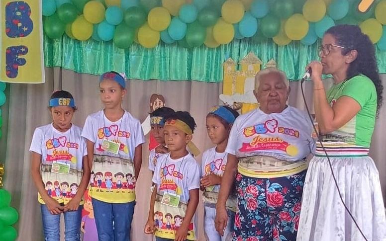 Na Escola Bíblica de Férias em Santa Luzia teve salvação.