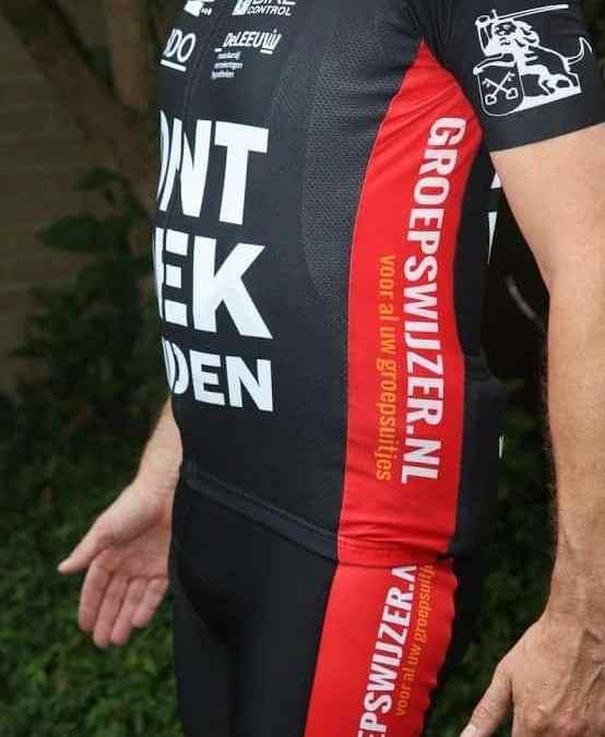 Op verzoek nu ook het ONTDEK Leiden wielershirt in XXL en een broek!