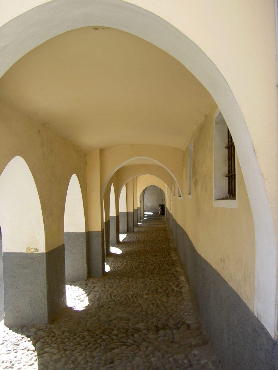 I portici di Via Gibellini