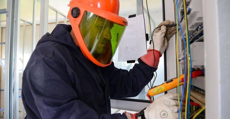 78e5a540ea375 EPIs para Eletricista  Como se proteger do risco elétrico ...