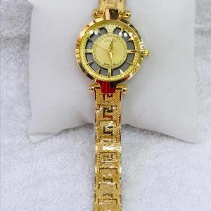 Montre Femme modèle Versace dorée