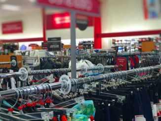 Lojas estão antecipando a tradicional liquidação de inverno, e oferecem descontos que podem chegar a 40% em diversos produtos na promoção.