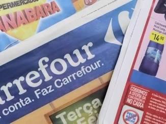 Folhetos divulgam de ofertas de supermercados e promoções de móveis, celulares e roupas
