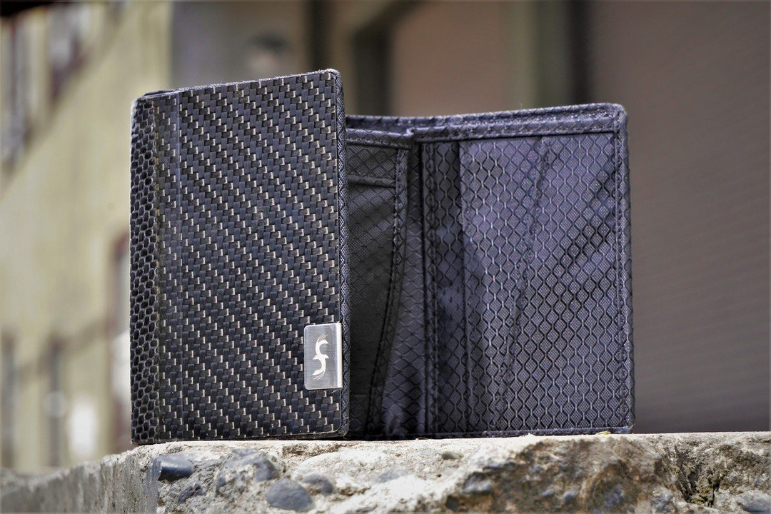 Common Fibers - Carbon Fiber Trifold Wallet