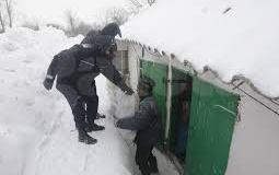jandarmii_ajut_persoanelor_sinistrate