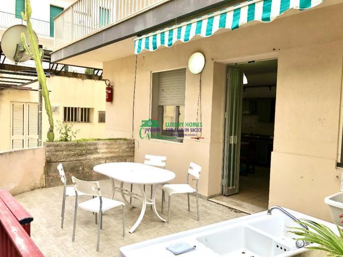 Pronto Casa: Appartamento con veranda a Marina di Ragusa in Affitto a Marina di Ragusa Foto 1