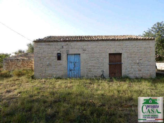 Pronto Casa: Villa con dependance e giardino Scicli in Vendita a Scicli Foto 1