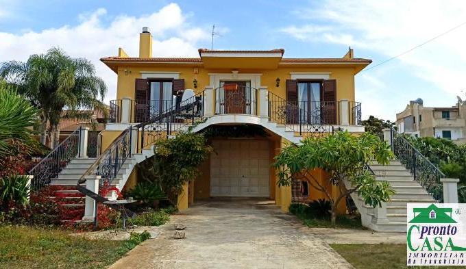 Pronto Casa: Villa 6 locali a Marina di Ragusa in Vendita a Marina di Ragusa Foto 1