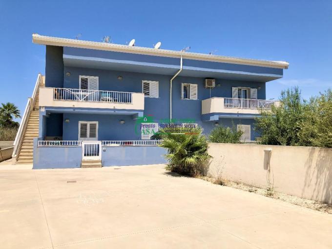 Pronto Casa: Appartamento con veranda e giardino a Marina in Affitto a Marina di Ragusa Foto 1