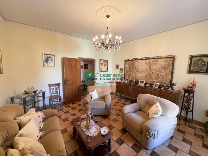 Pronto Casa: Luminoso appartamento in zona ben servita di Modica Sorda in Vendita a Modica Foto 1