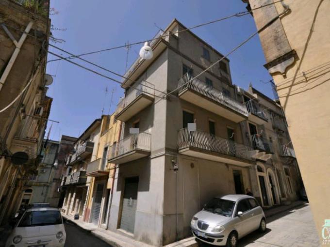 Pronto Casa: Casa singola con garage in Vendita a Ragusa Foto 1
