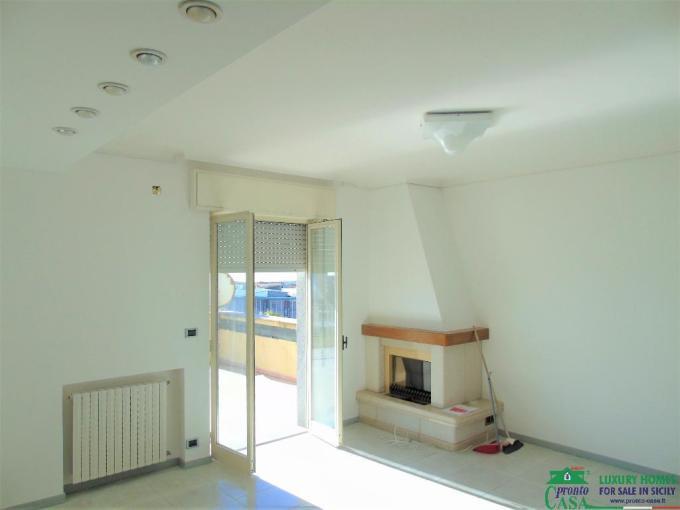 Pronto Casa: Luminoso attico in affitto in zona ben servita di Modica Sorda in Affitto a Modica Foto 1