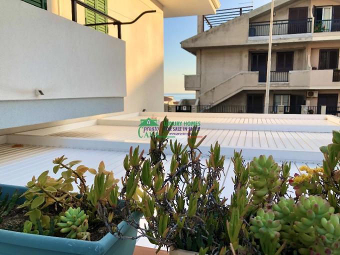 Pronto Casa: Appartamento con verande a Marina di Ragusa in Vendita a Marina di Ragusa Foto 1