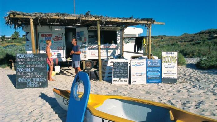 Coral Bay - Um dos vários locais para locar equipamentos de mergulho