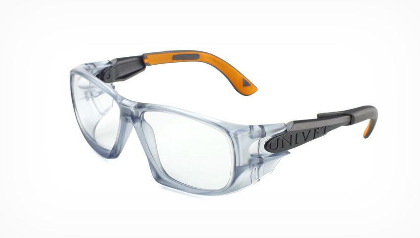 É obrigação de fornecer óculos de segurança com grau?