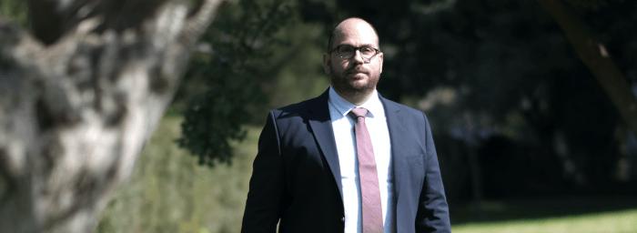 """Κύπρος: Ο πρώτος ανεξάρτητος υποψήφιος βουλευτής που """"σπάει"""" την κομματική εξάρτηση"""