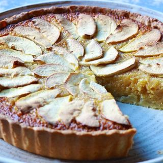 Sticky Apple Treacle Tart and our Pizza oven