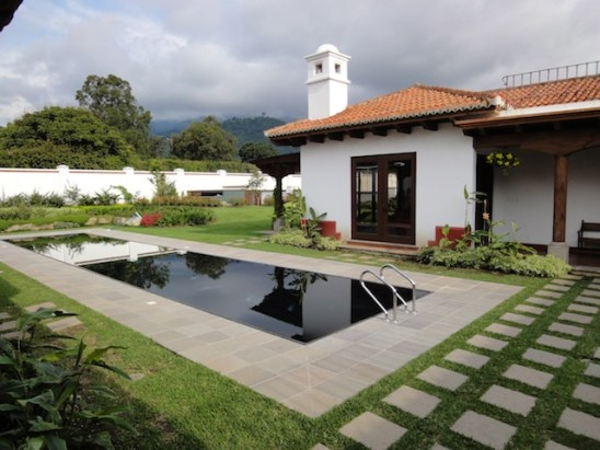 San ignacio remax colonial for Modelo de casa antigua