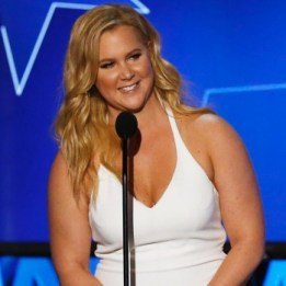 amy-schumer-gave-her-dad-an-early-christmas-present