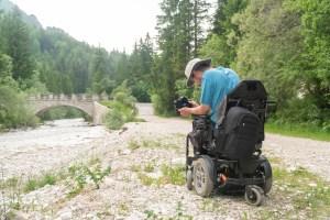 Pflegegrad 4 Fotograf im Rollstuhl