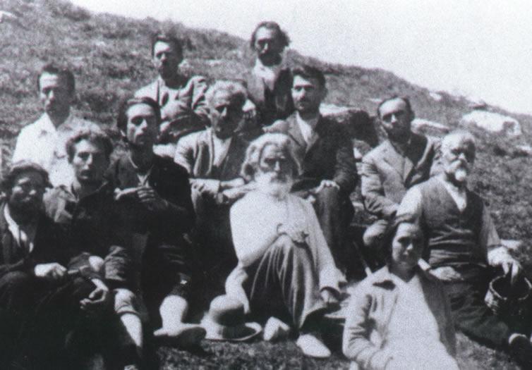 Peter Deunov (Mitte), rechts davon Omraam Mikhaël Aïvanhov