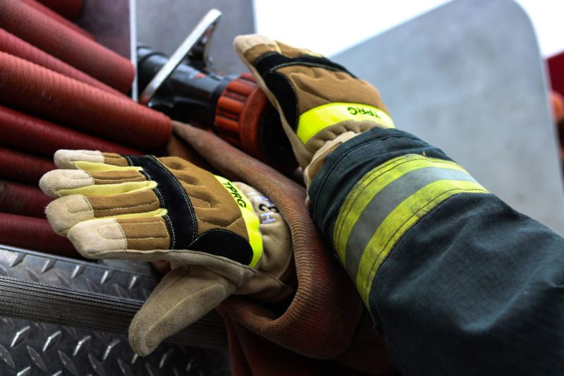 TPR-G-structural-firefighting-gloves-fire-truck-hose