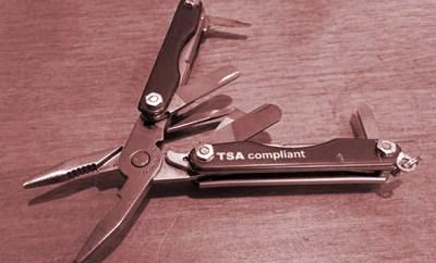 Prendre un multi-tool dans l'avion…