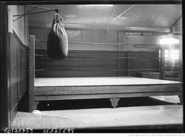 La salle Lerda en 1922, aujourd'hui le Dojo 5 (26 rue de Pontoise, 75005 Paris) a vu les débuts de la boxe anglaise en France, Louis Lerda revenant des Etats-Unis et organisant des combats publics