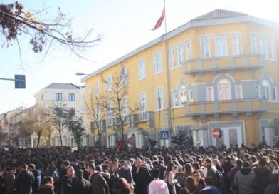 Uragani/ 4 dhjetor Sërish më mijëra studentë në protestë