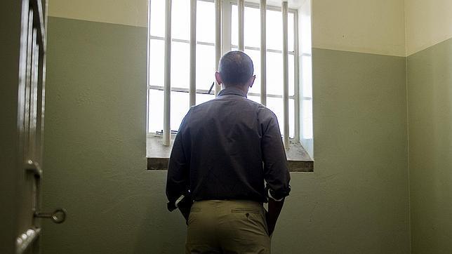 """No es habitual encontrar fotografías """"a contraluz"""" y de espaldas como de la Obama en la celda que ocupó Nelson Mandela."""