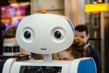 flughafen roboter boarding abflug gate führer gästebetreuung