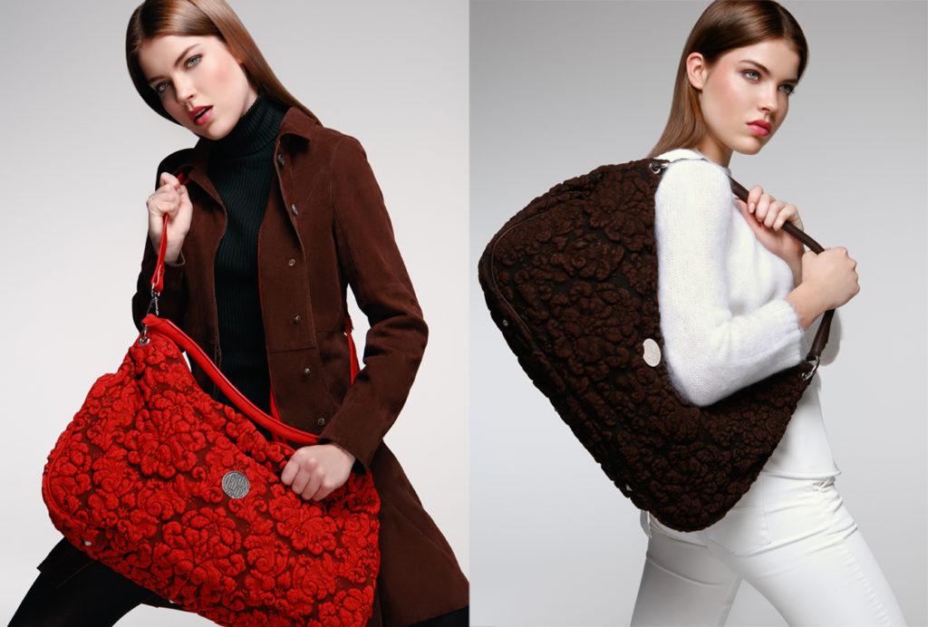Hobo Bags aus Taurillon mit Barockprägung in den beiden erhältlichen Farben Feu und Schoko