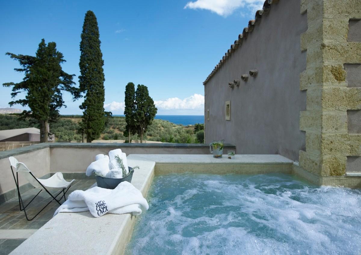 Residenzen mit Whirlpool und Blick auf die Ägäis