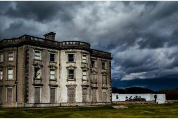 Loftus Hall in der Grafschaft Wexford gilt als eines der gruseligsten Anwesen Irlands. Horrorfans können hier an geführten Geistertouren teilnehmen. © Loftus Hall