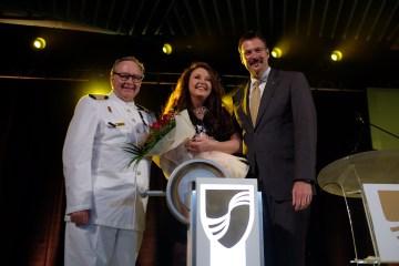 Taufzeremonie mit Kapitän Mark Dexter, Taufpatin Sarah Brightman, Seabourn Präsident Richard Meadows © Seabourn