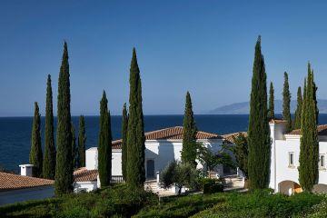 Thanos Hotel Anassa mit Blick auf die Chrysochou-Bucht